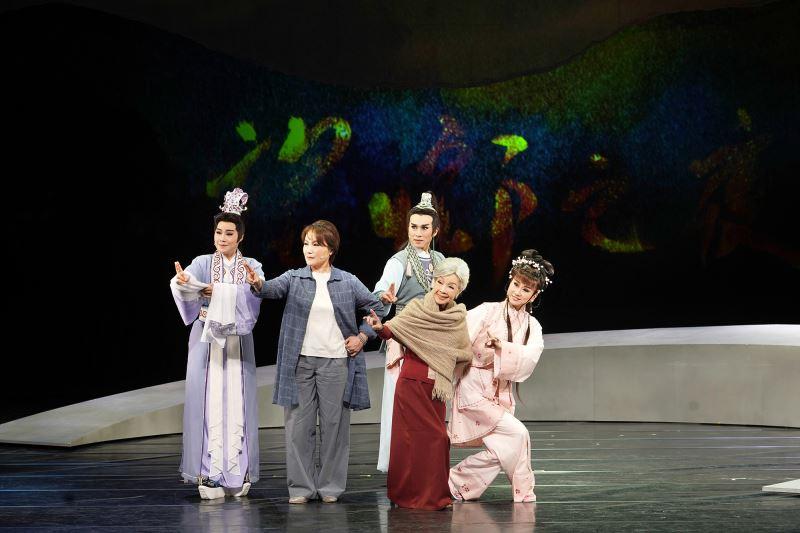 主要演員合照_薪傳歌仔戲劇團《望鄉之夜》_左起江亭瑩、趙美齡、古翊汎、廖瓊枝、張孟逸
