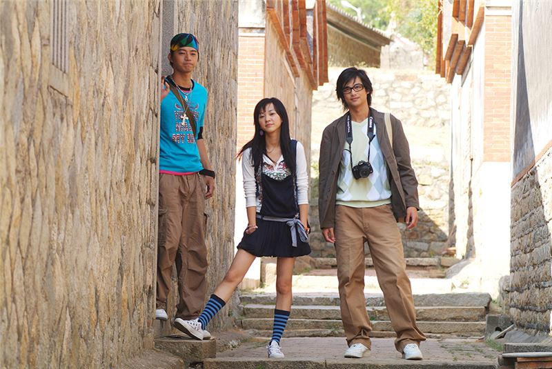 Xing-Jun, A-Jin and A-Wu were born and raised in Kinmen, spending their days hanging around on the island.