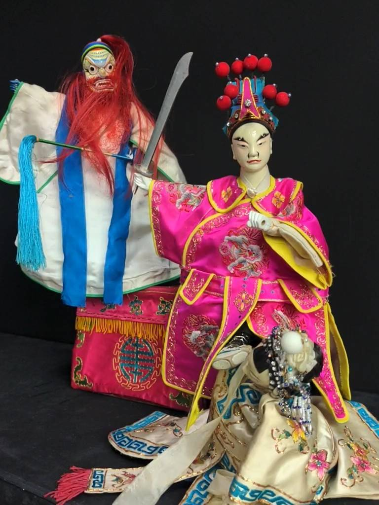 吳榮昌堅持擬真而勝於真的精神,將戲偶演得活靈活現,希冀布袋戲的演出能不遜色於人戲;圖為弘宛然古典布袋戲團《虹霓關》劇照。