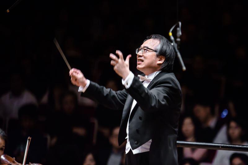 Conductor Lü Shao-chia.