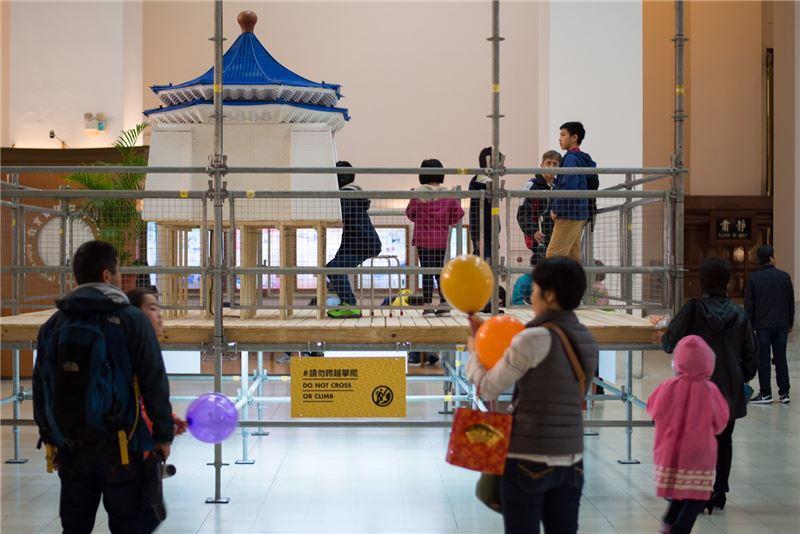 民眾參觀展覽2