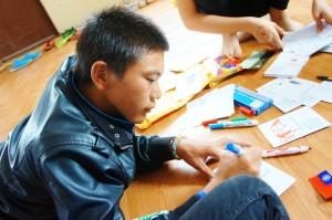 蒙古團_VCC_在明信片上寫祝福感謝語