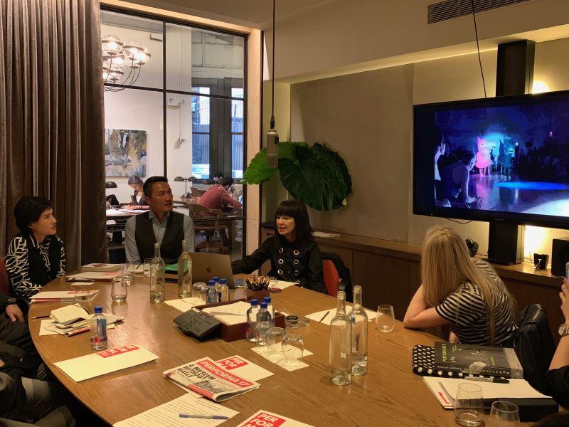 文化部長鄭麗君拜會Performa藝術節創辦人及總策展人RoseLee Goldberg(左三),雙方針對國際當代藝術發展潮流、藝術節策展方向等議題進行交流