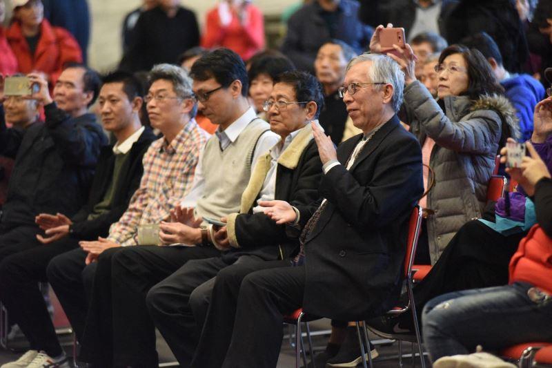 國父紀念館梁永斐館長與民眾一起享受爵士樂曲。