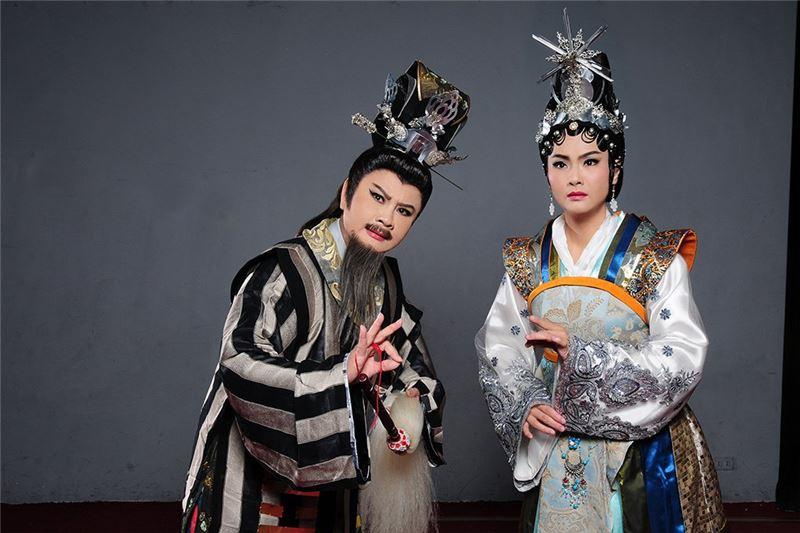 《量度》演出照片。(王海玲飾南平王、蕭揚玲飾慕容青)(2012)