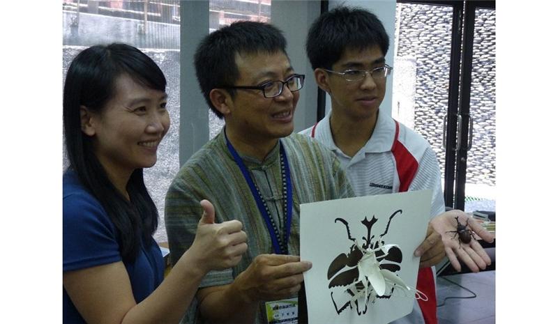洪新富老師與學員們分享成果的喜悅