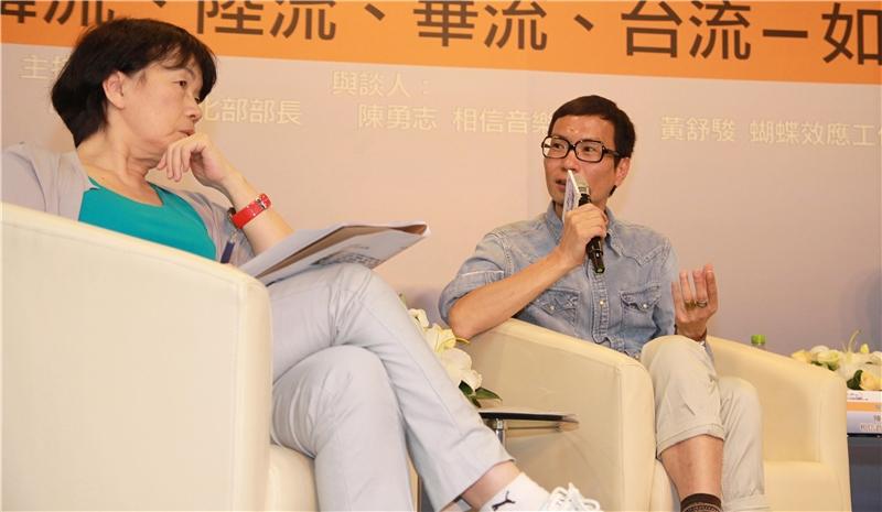 相信音樂董事長陳勇志(右)提出建議