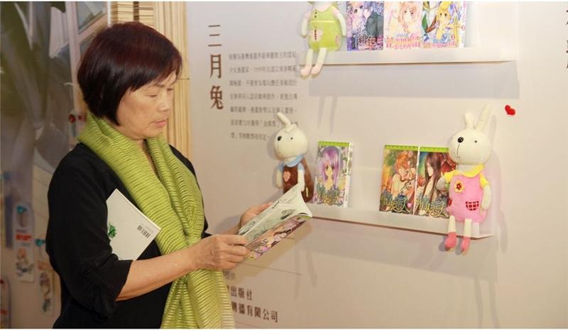 文化部長龍應台參觀金漫獎推廣展覽,展品琳琅滿目,充分展現漫畫跨界的潛力及能量。