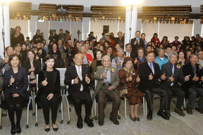 大合照(前排左二-文化部長鄭麗君、前排左三-行政院長蘇貞昌)