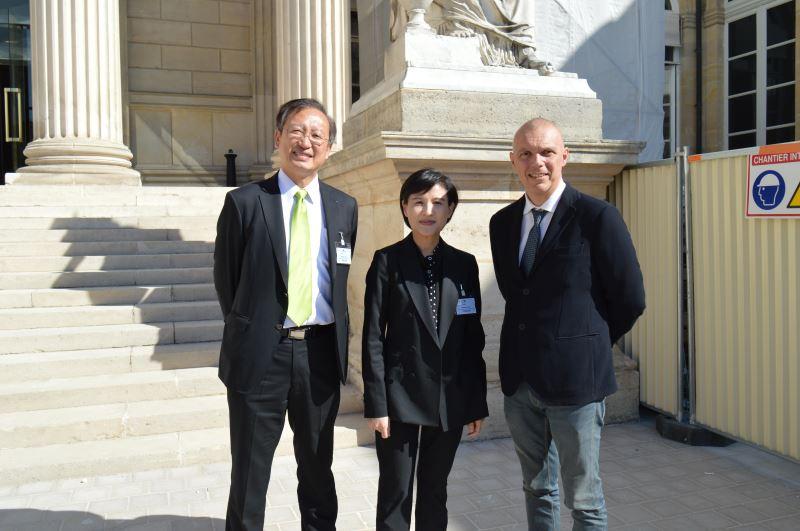 左起駐法國代表處吳志中大使、文化部長鄭麗君、國民議會友台小組主席塞沙里尼先生合影
