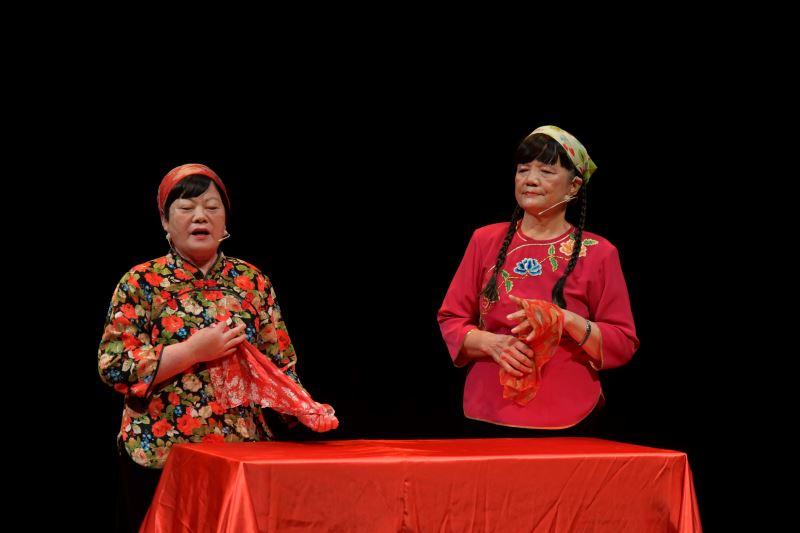 結業藝生-張碧英(左)  演出劇目-駛牛車-平貴寶釧愛在滿州