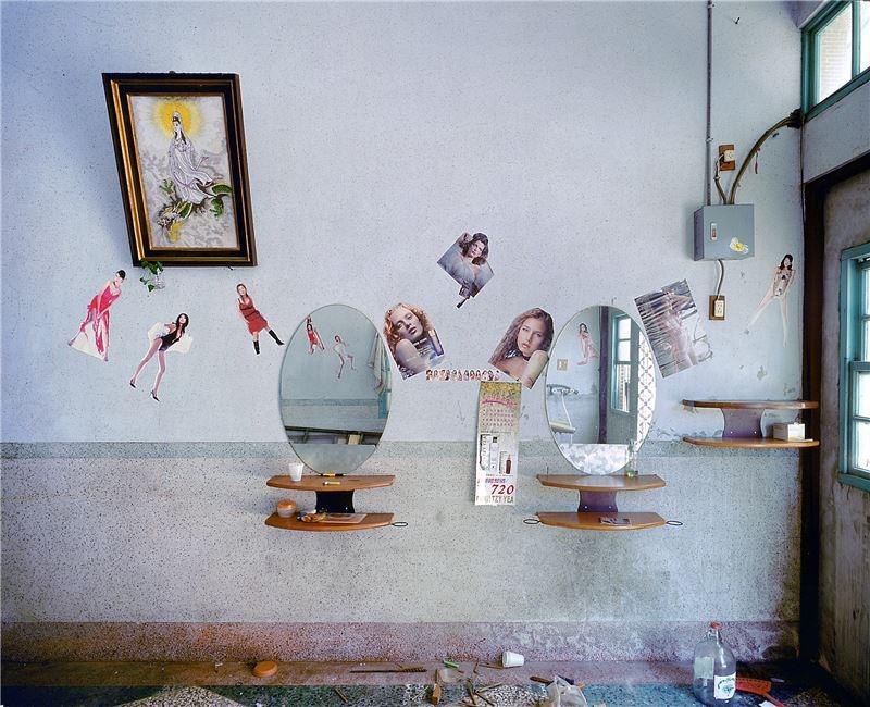 CHEN Po-I〈Remains(No.188, Haishan 1st Rd., Hongmaogang, Kaohsiung City - Wu Young Kang's house)〉2006 Lightjet C–print 100×125 cm