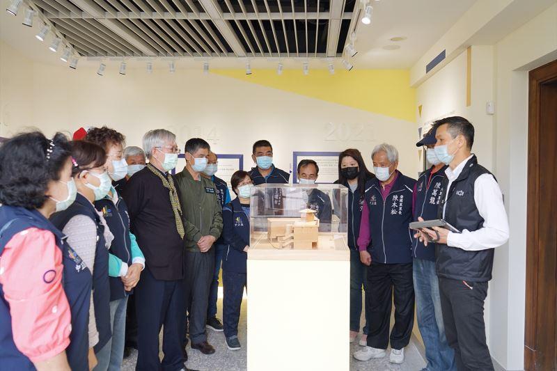 里民代表們參觀「跨.交.通」展覽