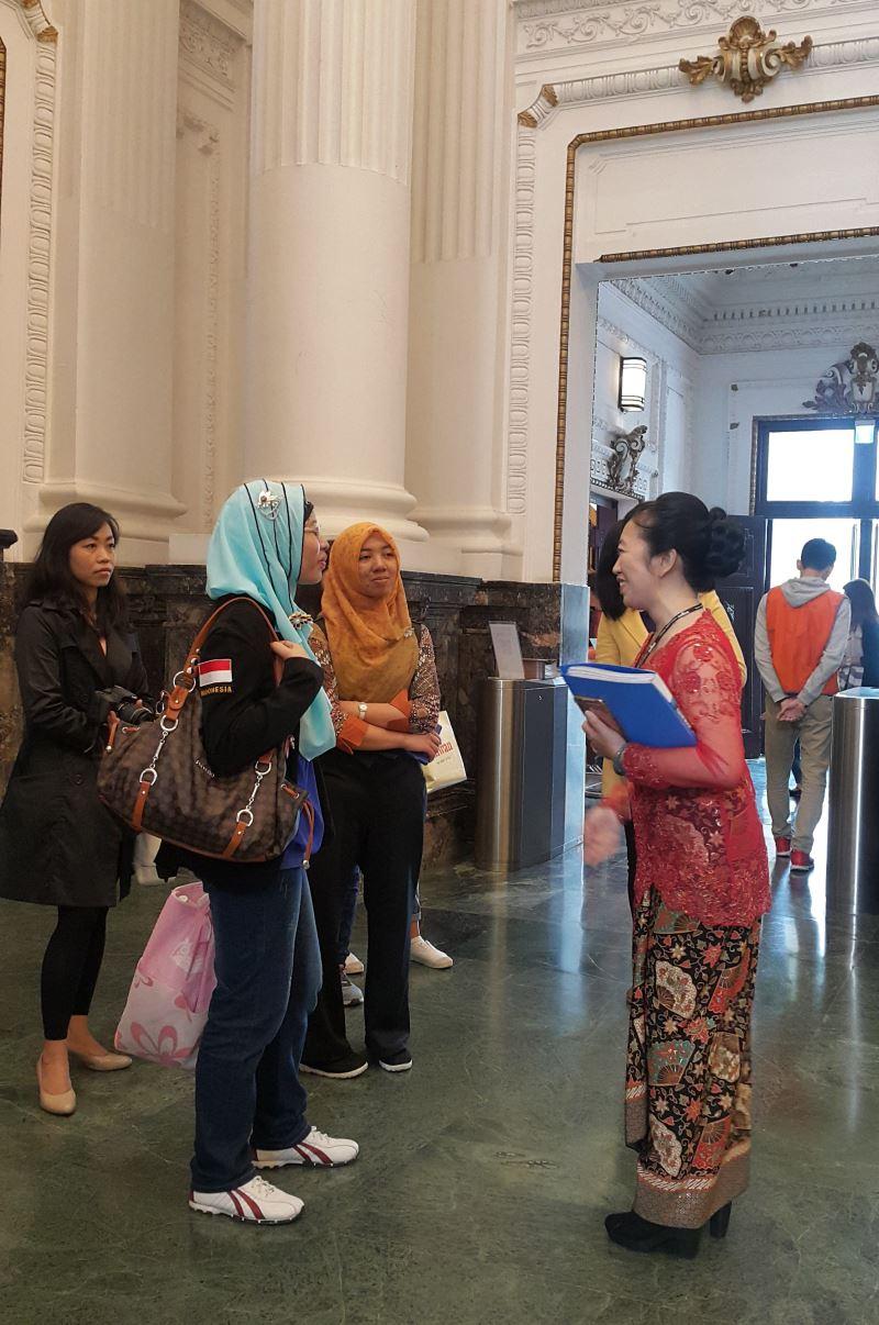圖3臺博館新住民大使施鷺音進行印尼語導覽