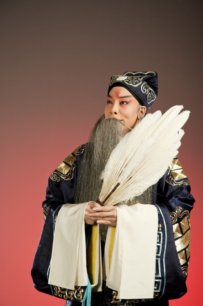 國光劇團經典老生名段《空城計》中的諸葛亮由坤生鄒慈愛飾演。