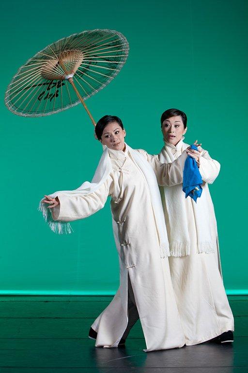 《百年戲樓》宣傳照片。(魏海敏飾茹月涵,朱勝麗飾小金翎)(2011)