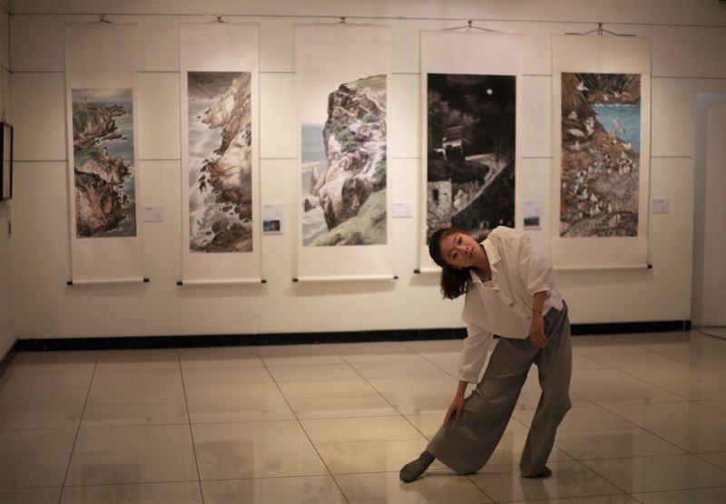 駐村藝術家葉詠甄開場舞蹈演出