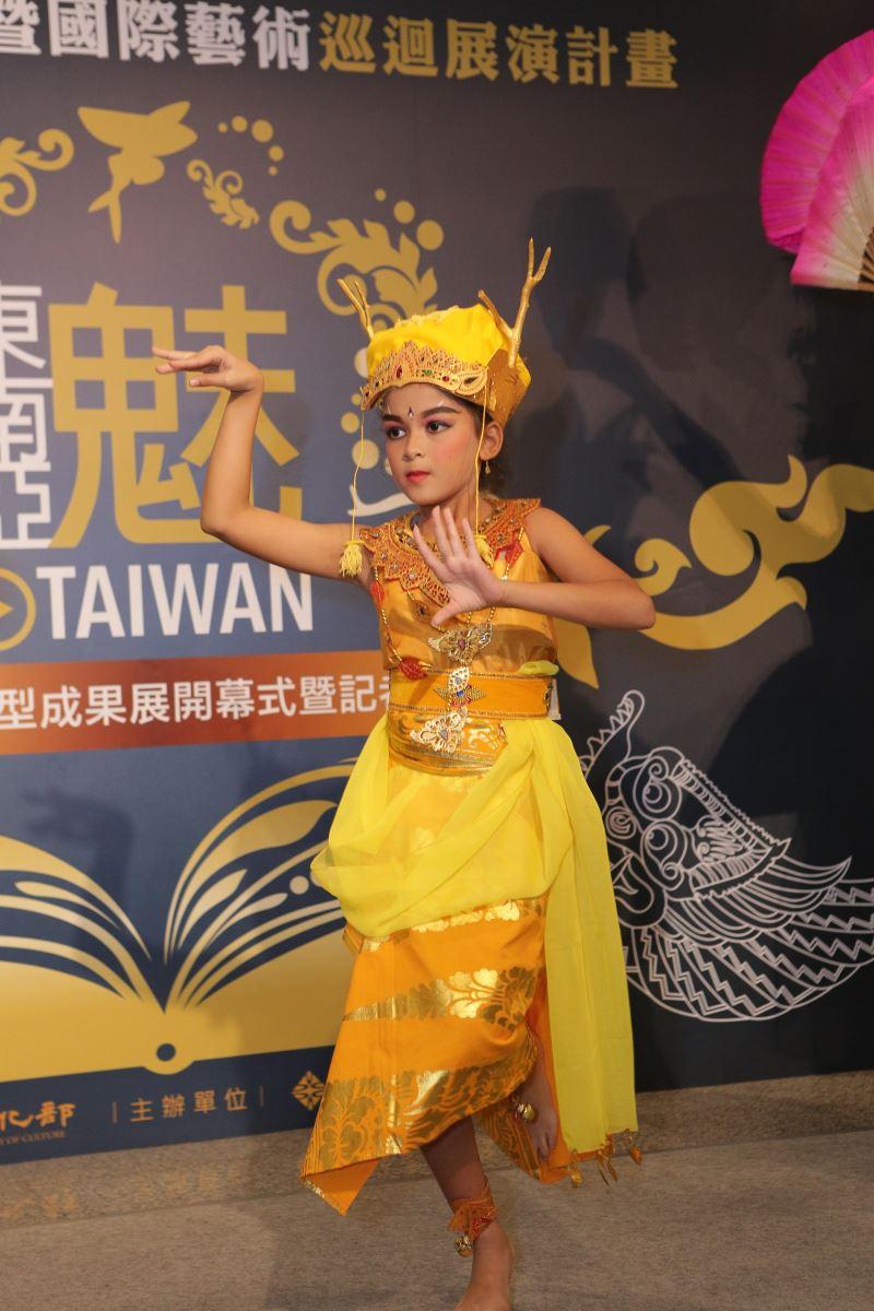 指導老師Somawati的女兒也參與演出一角