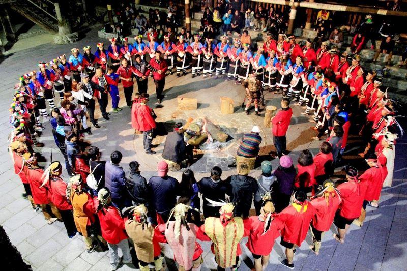 鄒族部落族人團體照
