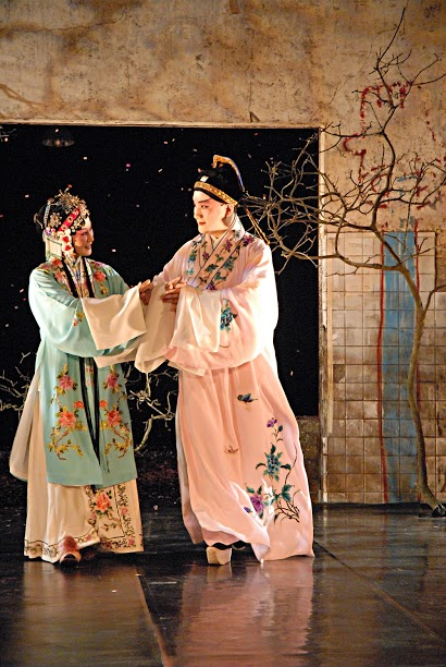 "A scene from "" Quest for the Garden Saunter and the Interrupted Dream"", a new classical Kunqui opera (2007). (Kung Ai-ping as Du Li-niang and We Yu-hang as iu Meng-mei)"