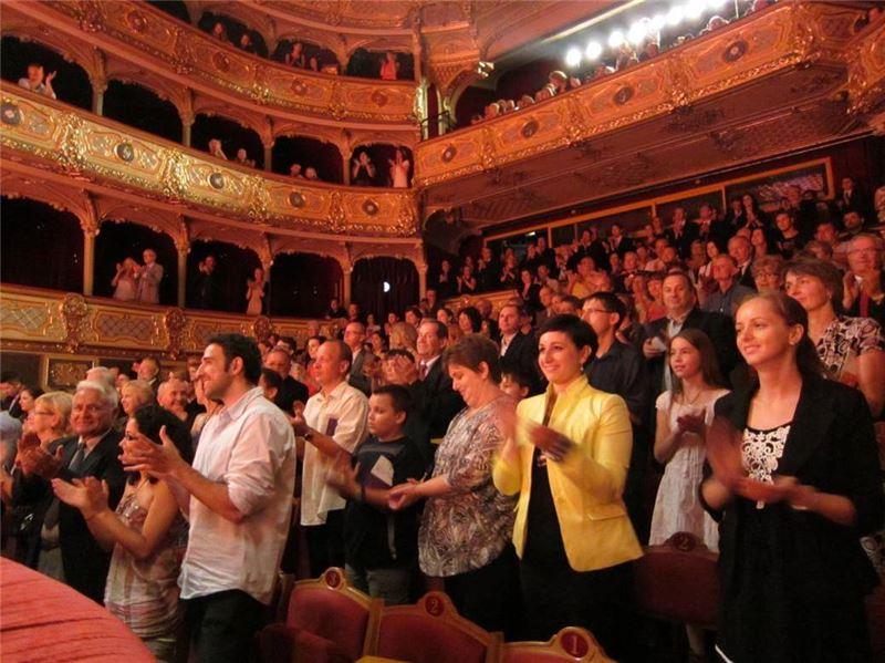 科希策國立劇院演出謝幕時觀眾起立鼓掌15分鐘
