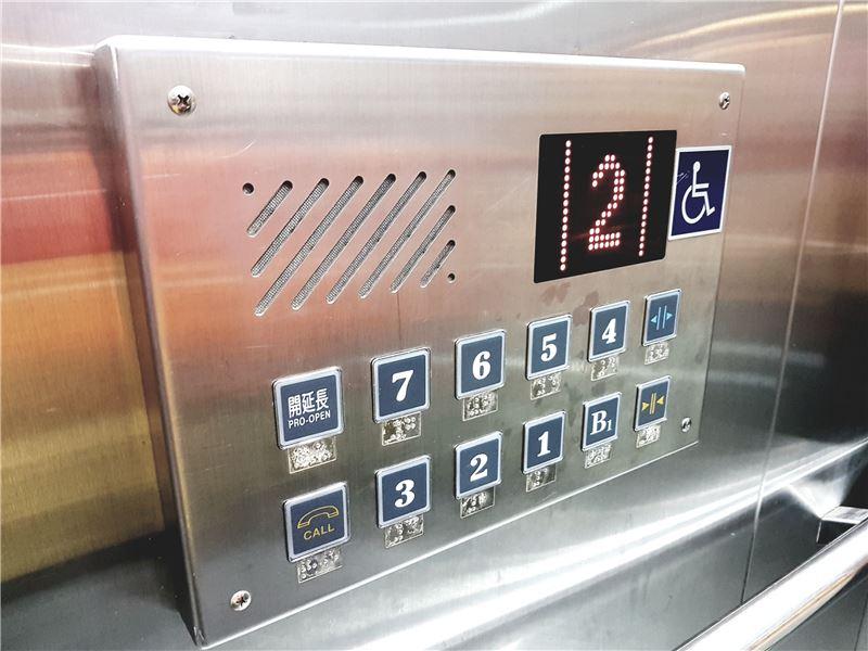 無障礙電梯樓層語音及點字標示服務