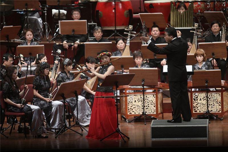 《山樂》演出照片。 指揮:閻惠昌 / 笛子:劉貞伶。
