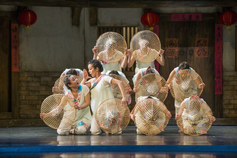新古典舞團的舞作中近期融入了客家風。