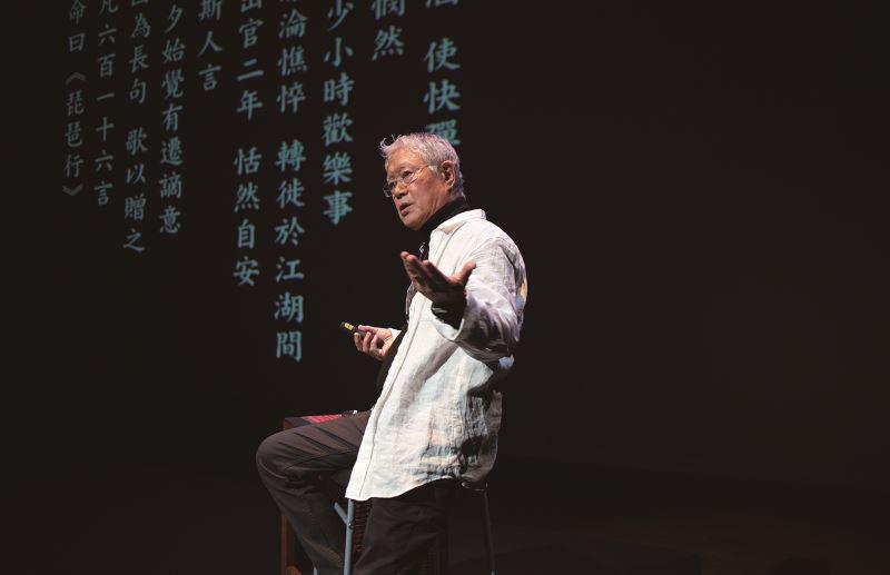 王心心和蔣勳在雲門劇場共演《江畔.相逢》,一同演譯白居易到張若虛的江上獨白。