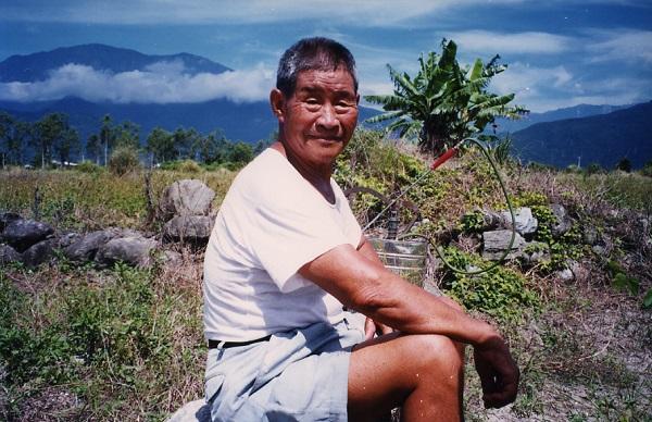 數十年後,導演胡台麗在花蓮木瓜溪畔的一個農莊中發現了劉必稼,開始以攝影機紀錄這個由外省老兵、來自台灣不同族群的妻子(多為原住民,亦有閩南與客家人)及兒女所組成的新移民聚落。