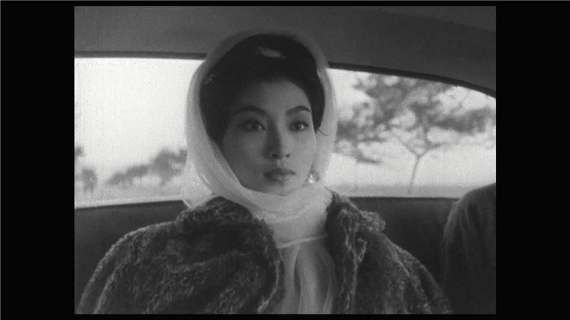 抗戰期間,日軍占領東北三省,以賣唱為生的少女翠英與青年周凌雲相戀,卻忍辱嫁給垂涎於她的漢奸陳兆群。數年後,陳兆群為偽政府主持特務機關,為了拘捕國民政府特務「天字第一號」焦頭爛額。