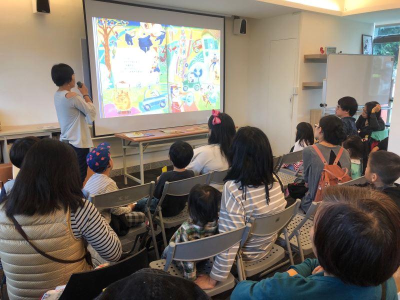從聆聽故事、圖像創作及有聲書編輯等方向帶領孩子們做出自己的數位小書
