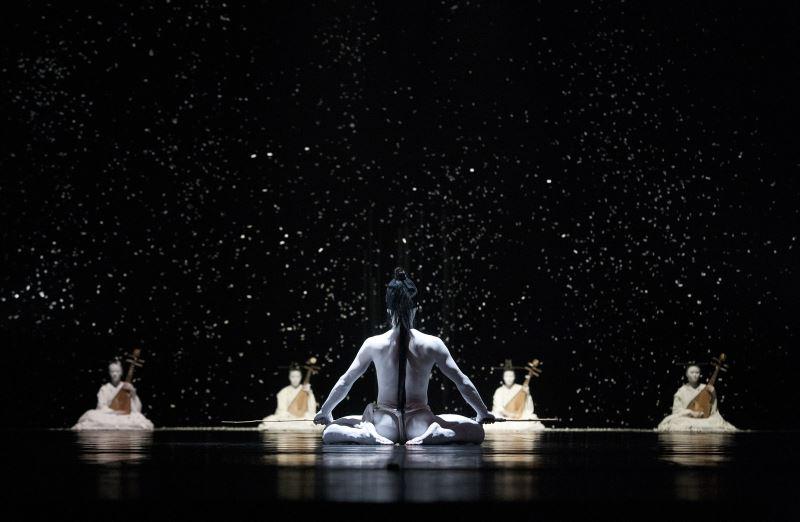 無垢舞蹈劇場《花神祭》1〈冬枯〉©金成財攝影