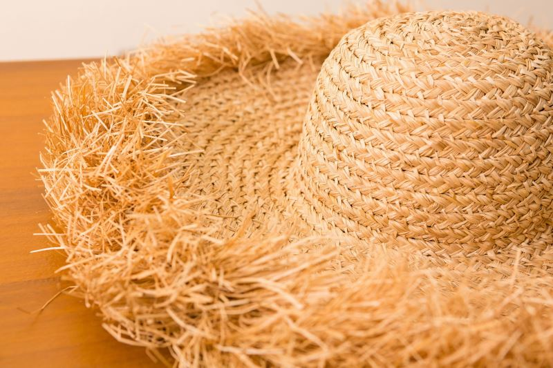 兼具實用性與美感的月桃帽,可吸汗與透氣通風,陽光曬過後便能維持乾燥