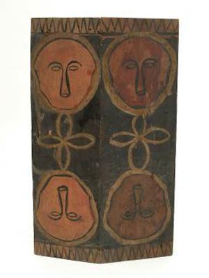 パイワン族の木の盾