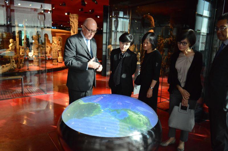 凱布朗利博物館主席瑪丹先生解說少數民族的地理分佈