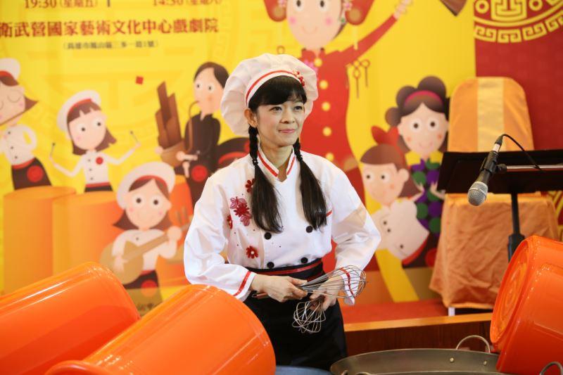 圖5:臺灣國樂團樂團副首席林雅雪,用精湛的打擊技巧演奏辦桌裡常用的鍋碗瓢盆,讓觀眾大為驚豔。