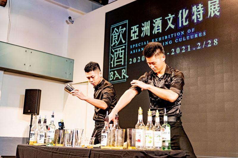 「飲酒Bar-亞洲酒文化巡迴展」開幕記者會,以雙人花式調酒表演為開幕掀起高潮