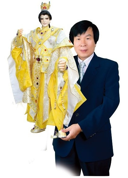 """Taiwanese puppeteer Liao Wen-ho and Meng Zhi-sheng, the titular hero of """"The Brave Swordsman."""""""