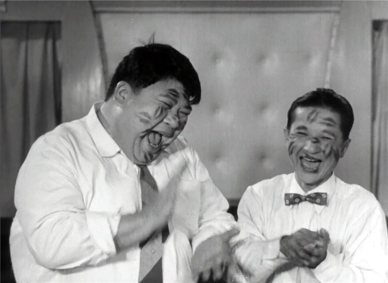 To cheer his best friend up, Wang decides to use the prize money to take Liu on a trip around Taiwan,