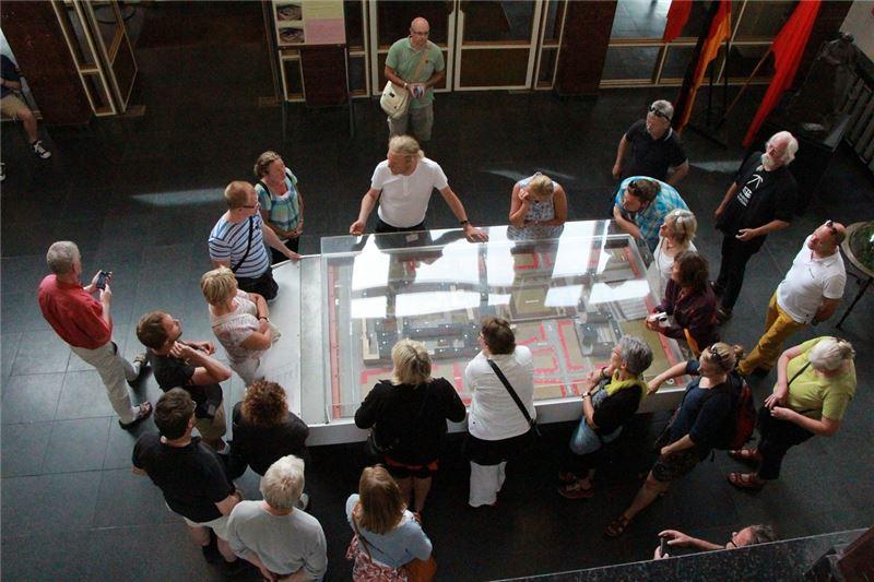 史塔西機構模型還原當年威權時期特務機構的恐怖行徑,使參訪遊客了解推動轉型正義的公義價值。