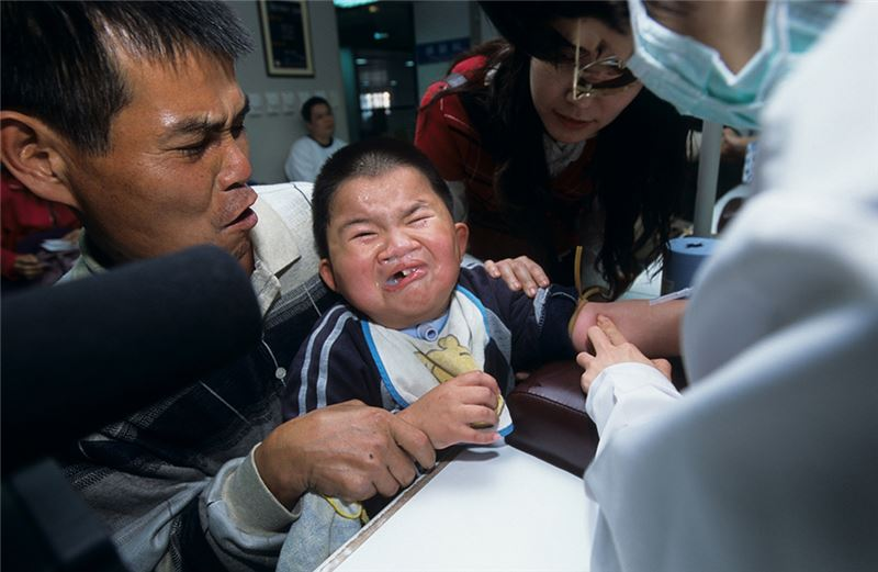 Siang Siang is an eight-year-old boy with a severe cleft palate and craniofacial deformity, causing problems with both his respiratory tract and his gullet.