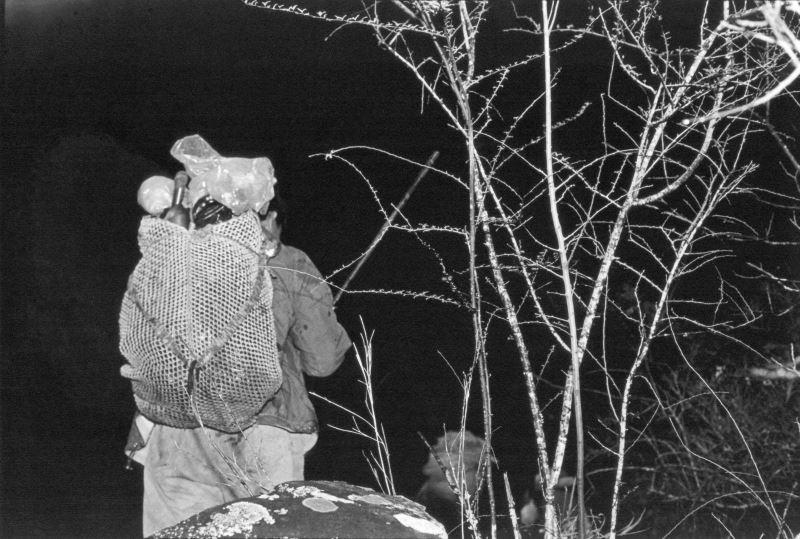 2-3_傳統臺灣原住民族狩獵行為多在夜間進行。金成財《寂靜的槍聲》系列作品。