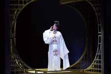 《天上人間李後主》運用劇場元素與戲曲特色,重新建構李後主詞作的各種意象。