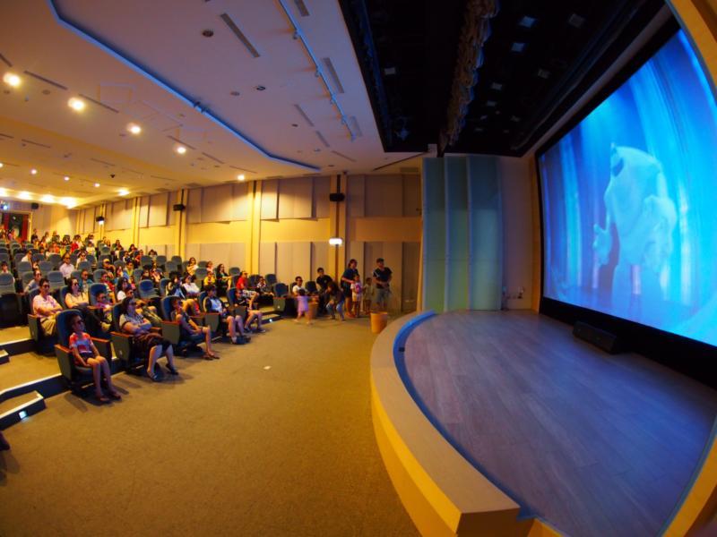 享受3D立體電影院震撼圖片