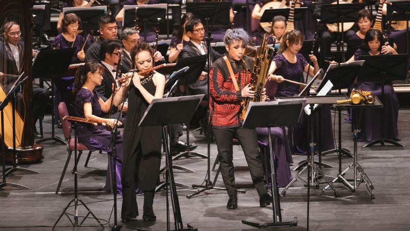 圖1:首波曲目是《第一笛笙協奏曲》,由劉貞伶與陳麒米攜手演奏。