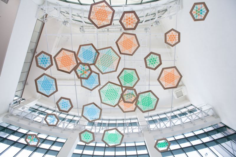 臺中市纖維工藝博物館大廳的編織雲
