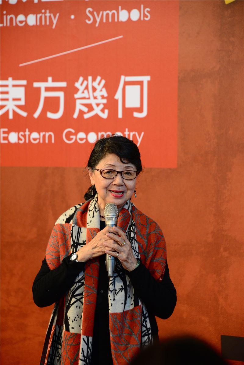 前師大學美術系主任及藝術學院院長梁秀中教授致詞