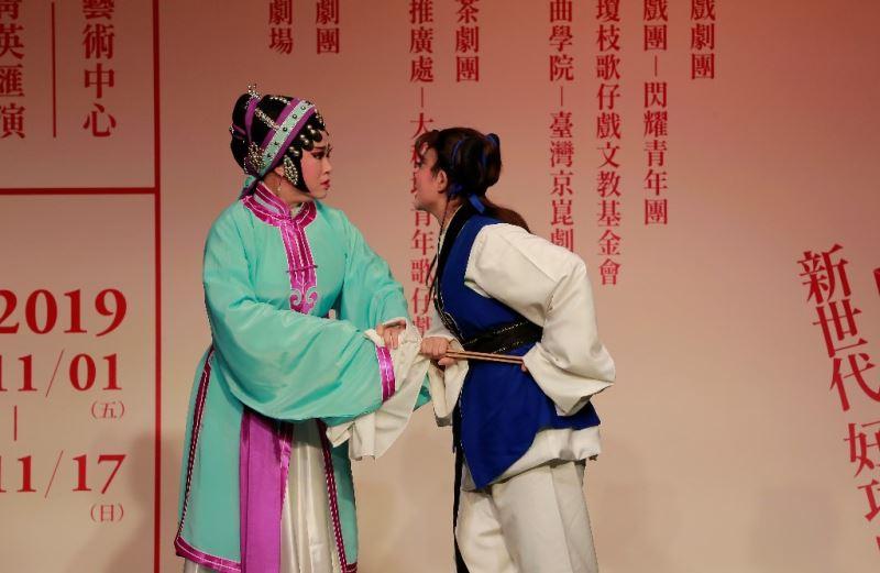 財團法人廖瓊枝歌仔戲文教基金會:《三娘教子‧訓子》朱亮晞(右)、林芸丞(左)
