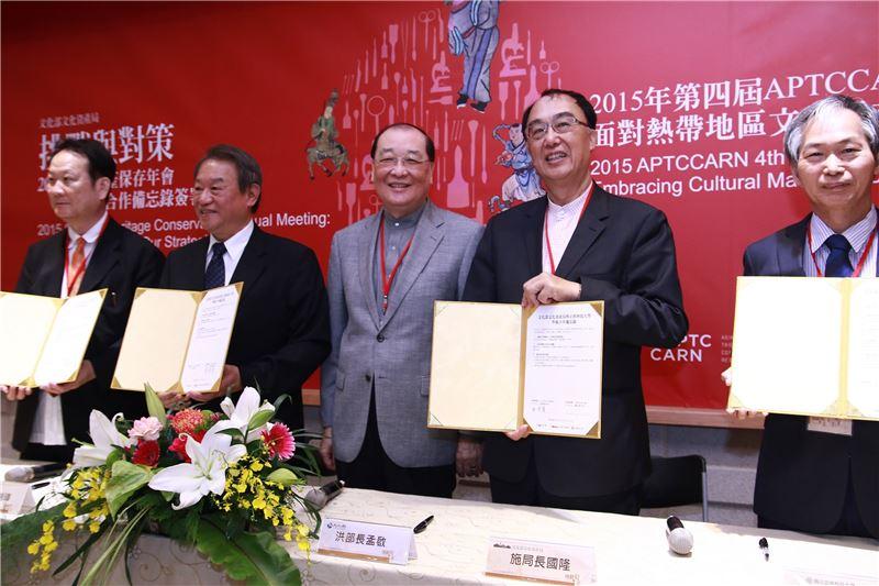 文資局與三校簽訂合作備忘錄。